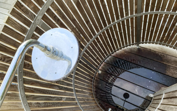Nordic Seashell Outdoor Shower set fra oven. Udendørs bruser i konkylieformet design